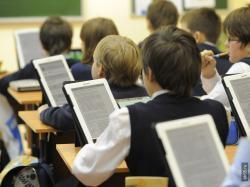 Электронные дневники для школ Компания  Вебцентр  предлагает программу SiteEdit Junior, которая идеально подходит для создания и редактирования школьного сайта с форумом и чатом, включает в себя хостинг, доменное имя, техническое обслуживание и поддержку, обновление программы при выходе новых версий. - Webcentr