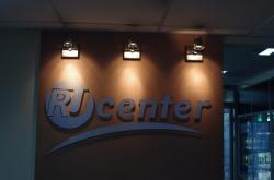 Доменины-2010 Вот уже второй год подряд RU-CENTER отмечал свой День рождения не в узком кругу сотрудников и руководителей, а вместе со своими клиентами, партнерами и просто интересующимися пользователями Рунета – в рамках праздничной конференции «Доменины-2010» - Webcentr